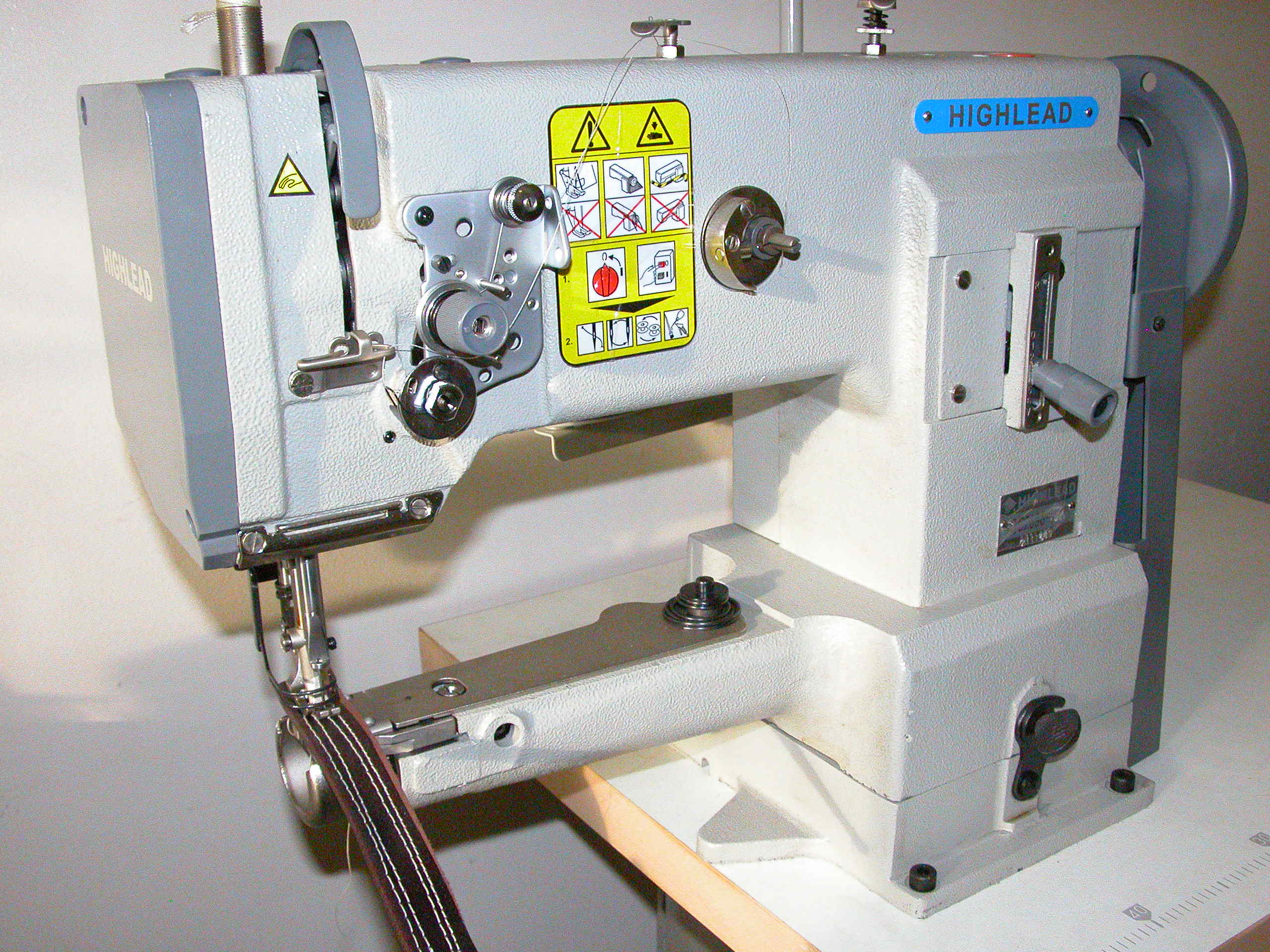 Highlead GC2698 Sewing Machine